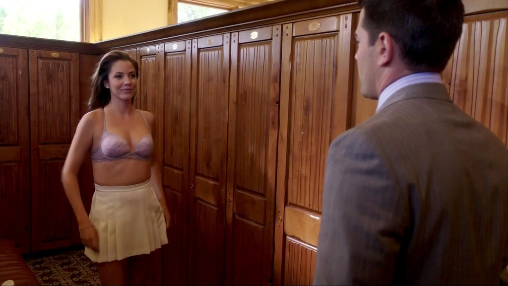 Julie Gonzalo Bra Size Weight Height And Measurements Fit Slim