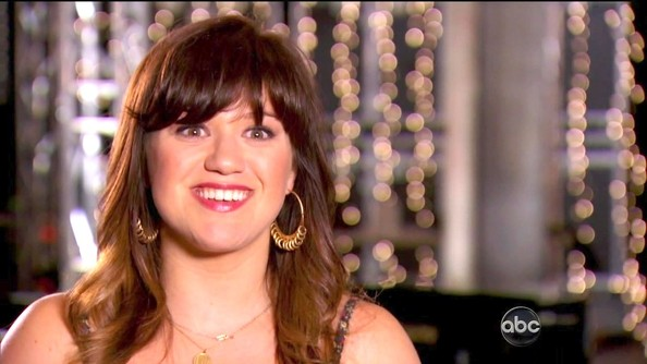 Kelly Clarkson Gold Hoops