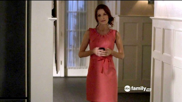Laura Leighton Clothes