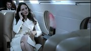 Madeleine Stowe looked like a Hitchcock heroine in her chic winter white coat on 'Revenge.'