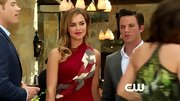 Arielle Kebbel was ravishing in red on '90210' in a clingy jersey dress accessorized with a matching scarf.