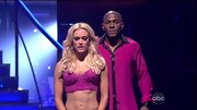 Peta Murgatroyd loves to show off her rock hard abs and who can blame her? For the 'DWTS' finale she hit the stage in a beaded bustier.