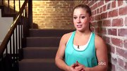 Shawn Johnson brightened up her workout-wear with a fun aqua tank.