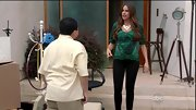 Sofia Vergara balanced her bump with a pair of tight (and hopefully stretchy) black pants on 'Modern Family.'
