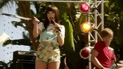 Carly Rae Jepsen shows a lot of leg on '90210' in these daring hot pants.