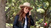 Jennifer Love Hewitt brought out her inner cowgirl with this tan cowboy hat.