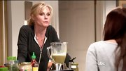 Julie Bowen kept things simple on 'Modern Family' in a charcoal hoodie.