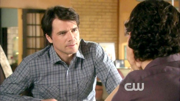 Matthew Settle's gray plaid shirt was the perfect fit.