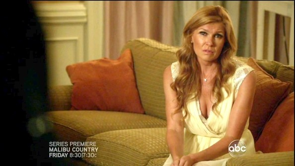 More Pics of Connie Britton Loose Blouse (1 of 19) - Connie Britton Lookbook - StyleBistro