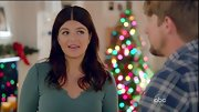 Casey Wilson played up her blue eyes with a seafoam V-neck.
